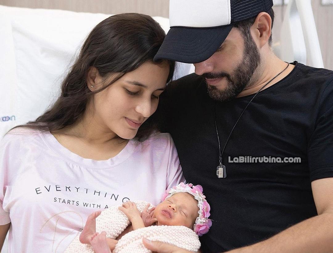 Yeri Peguero y Manny Cruz con su hija Montserrat